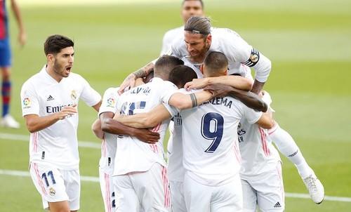 Не одним лишь спорным пенальти. Реал обыграл Барселону в El Clasico